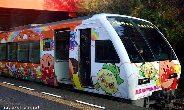 Kereta dengan dekorasi Anpanman