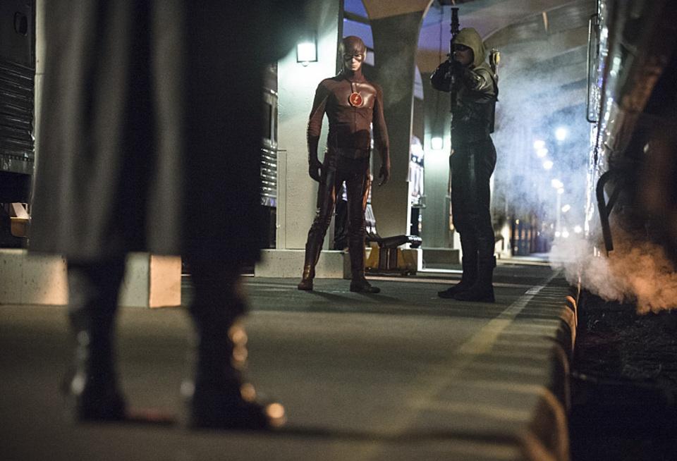 arrow bertemu the flash 06