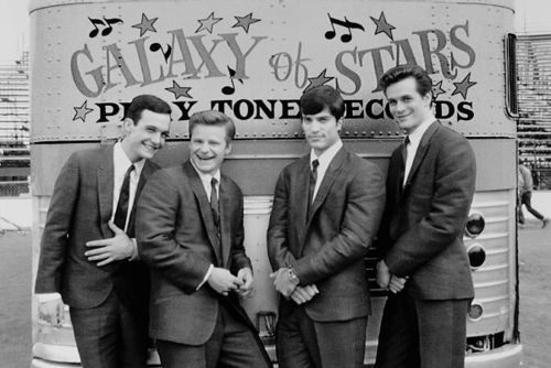 Artikel Musik_5 Band yang Hanya Ada di Film (the wonders)