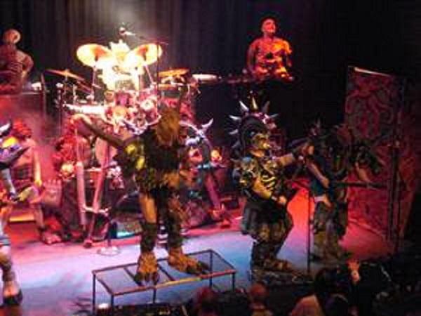 5-Band-Yang-Memakai-Kostum-Menyeramkan-Dan-Unik-di-Dunia-5