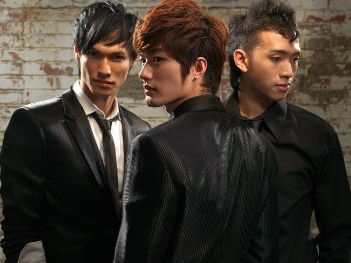HITZ boyband yang terdiri dari 3 pria oriental juga semat menjadi boyband idola