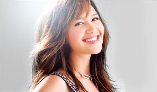 Penyanyi-Wanita-Asia-Tersukses-yang-dikenal-di-Mancanegara-6